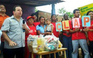 El ministro de Alimentación, Rodolfo Marco Torres (izq) durante la instalación de los CLAP en el municipio Heres, estado Bolívar. Foto: MPPA
